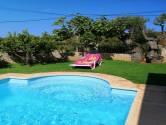 Terrço de piscina com jardim